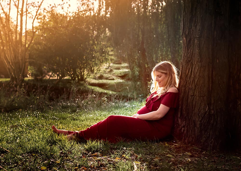 Pregnant Mum being photographed by Maternity photographer Moss & Ivy Photography   Geelong, Torquay, Jan Juc, Lara.